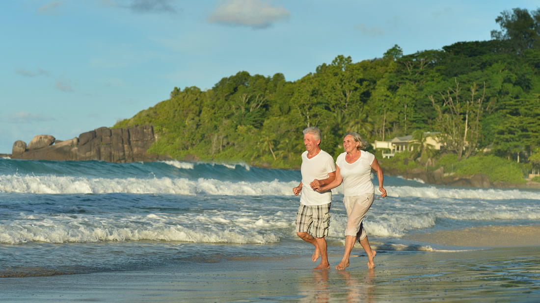 photodune-14817308-elderly-couple-running-on-beach-m